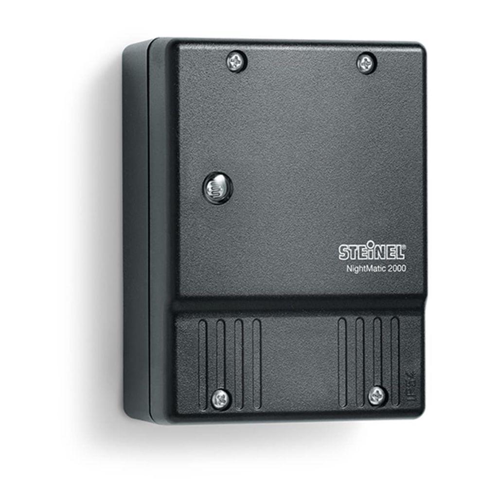 Čierny súmrakový spínač osvetlenia Steinel NightMatic 2000