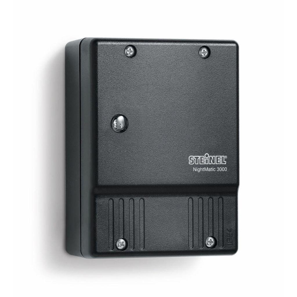 Čierny súmrakový spínač osvetlenia Steinel NightMatic 3000