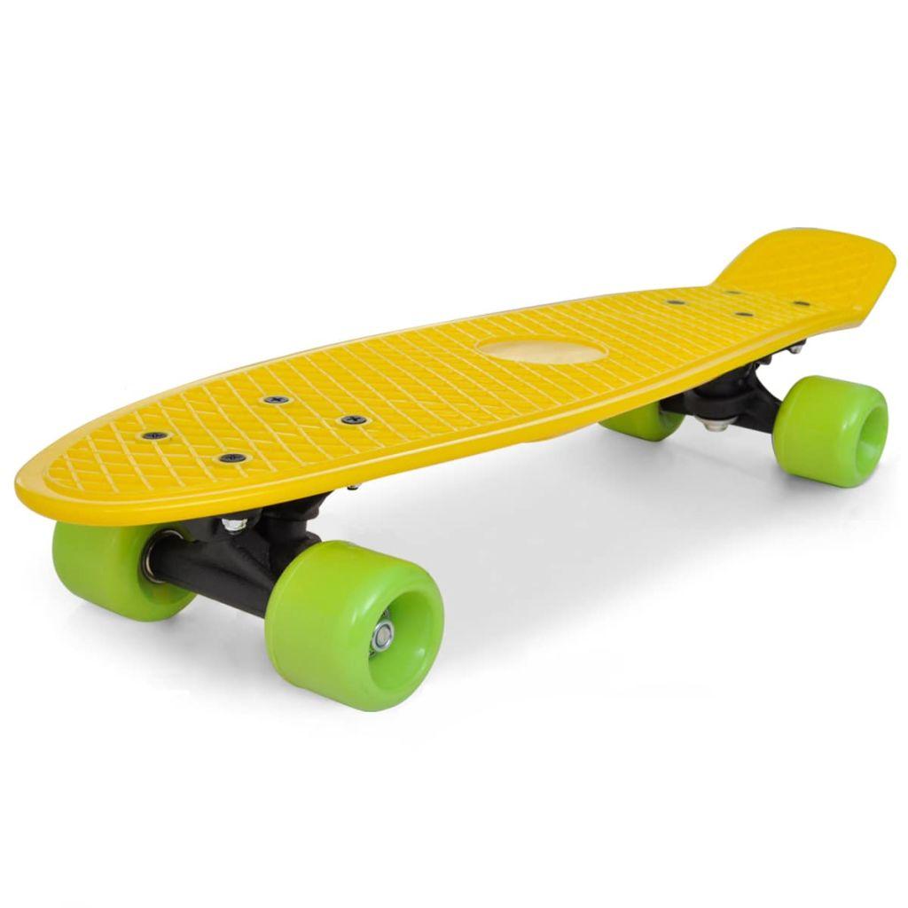 Retro skateboard so žltou doskou a zelenými kolesami