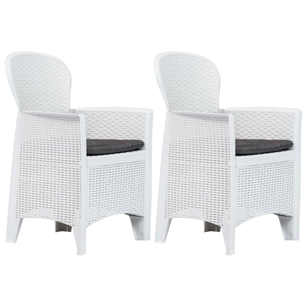 vidaXL Záhradné stoličky 2 ks biele plastové s vankúšmi ratanový vzhľad